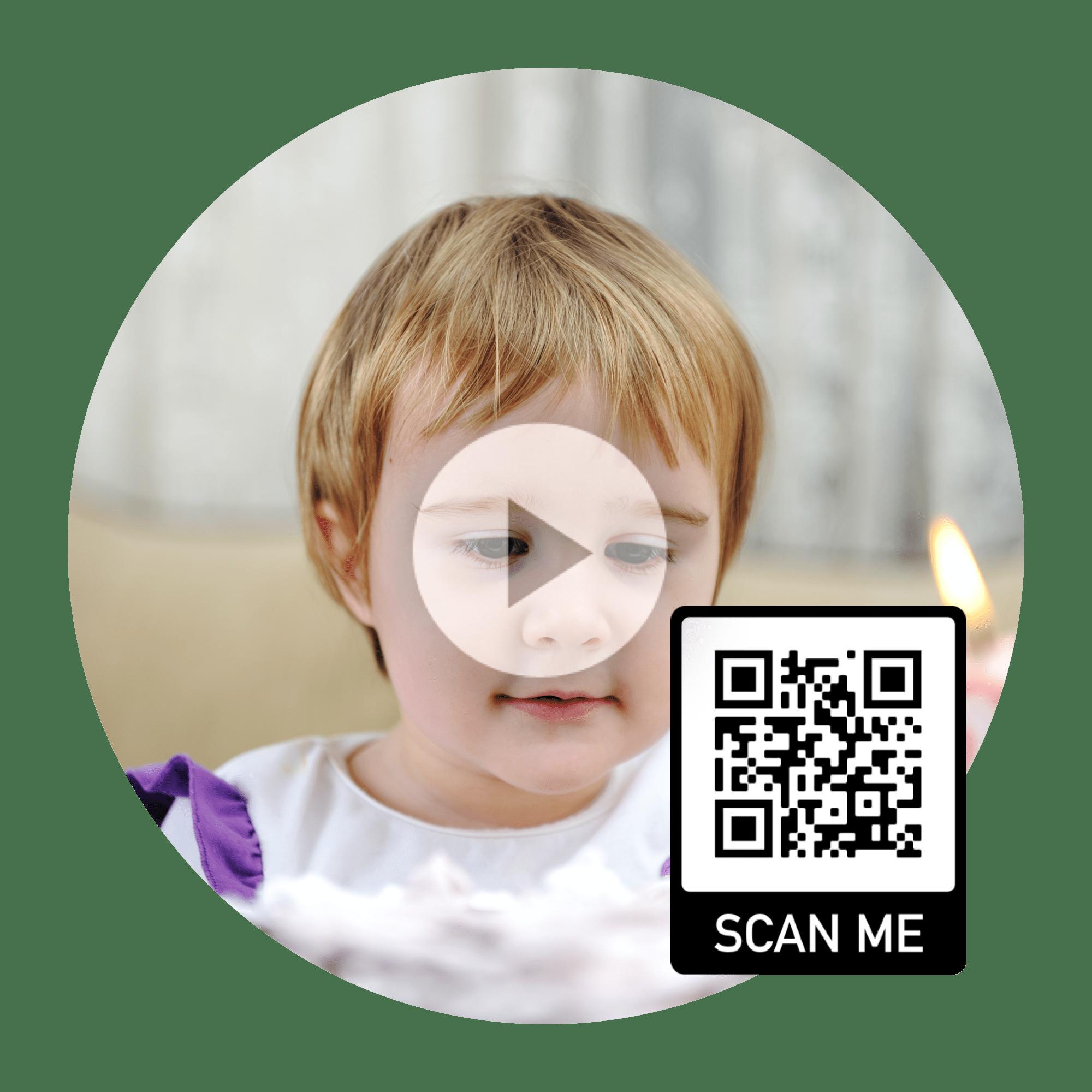 Video eines Babys im Schwangerschaftsbuch mit QR-Code